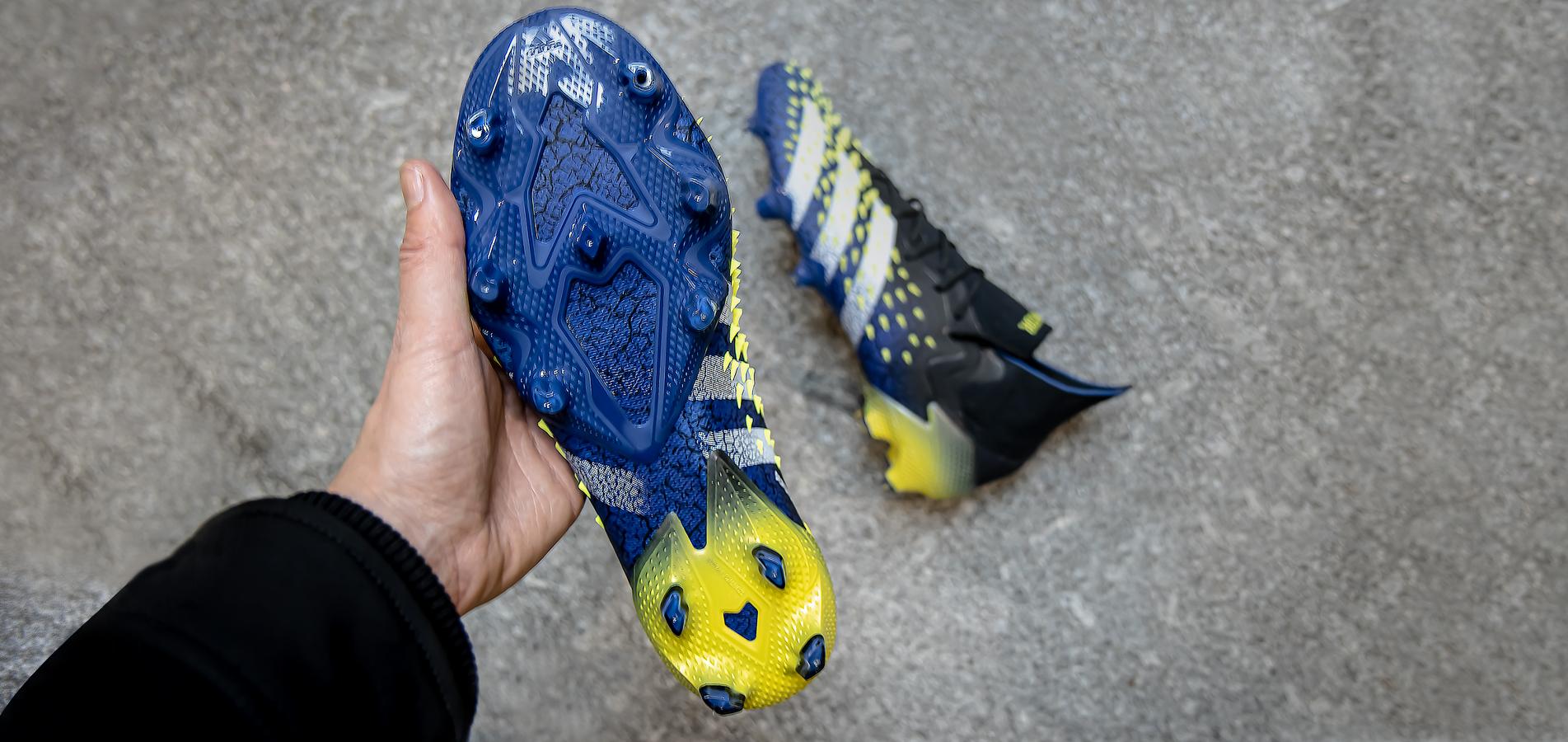 adidas Predator Freak - onderkant en zijkant